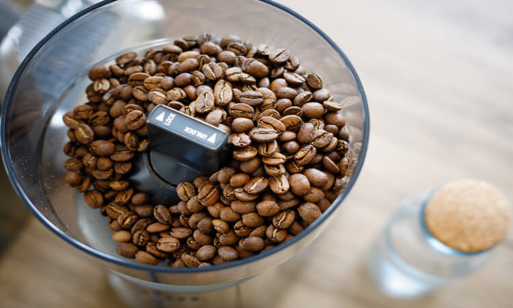 What Are The Pros Of Coffee Makers With Built-In Grinder
